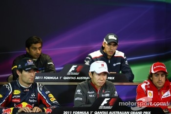Mark Webber, Red Bull Racing with Kamui Kobayashi, Sauber F1 Team and Fernando Alonso, Scuderia Ferrari