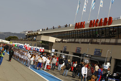 Pre-race ambiance on pitlane