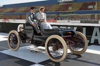 NASCAR Sprint Cup Foto - Brad Keselowski, Team Penske Ford, guida la replica esatta di una Sweepstakes 1901