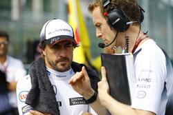 Fernando Alonso, McLaren, mit Ingenieur Mark Temple