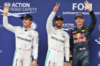 Fórmula 1 Fotos - Polesitter Lewis Hamilton, Mercedes AMG F1 Team, second place Nico Rosberg, Mercedes AMG F1 Team, third place Max Verstappen, Red Bull Racing
