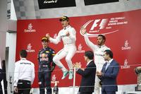 Formule 1 Foto's - Podium: winnaar Nico Rosberg, Mercedes AMG F1, tweede Max Verstappen, Red Bull Racing, derde Lewis Hamilton, Mercedes AMG F1