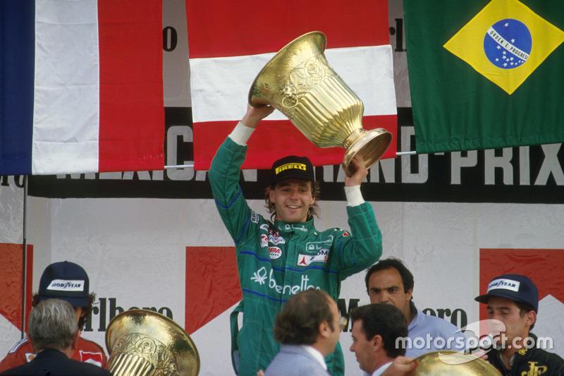 Der Goldpokal ist Bergers 1. von insgesamt 10 Siegestrophäen in der Formel 1