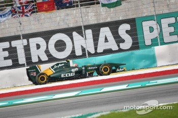 Jarno Trulli, Team Lotus runs wide off the track at turn 1