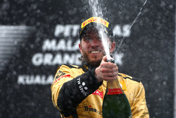 Podium: third place Nick Heidfeld, Lotus Renault F1 Team