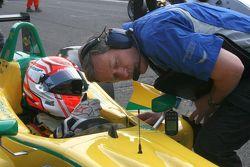Felipe Nasr gets some last minute reassurance