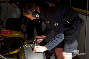 Dams mechanic check tyre temperature