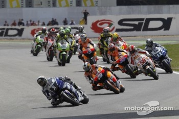 Start: Jorge Lorenzo leads