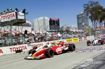 Justin Wilson takes the green at the start