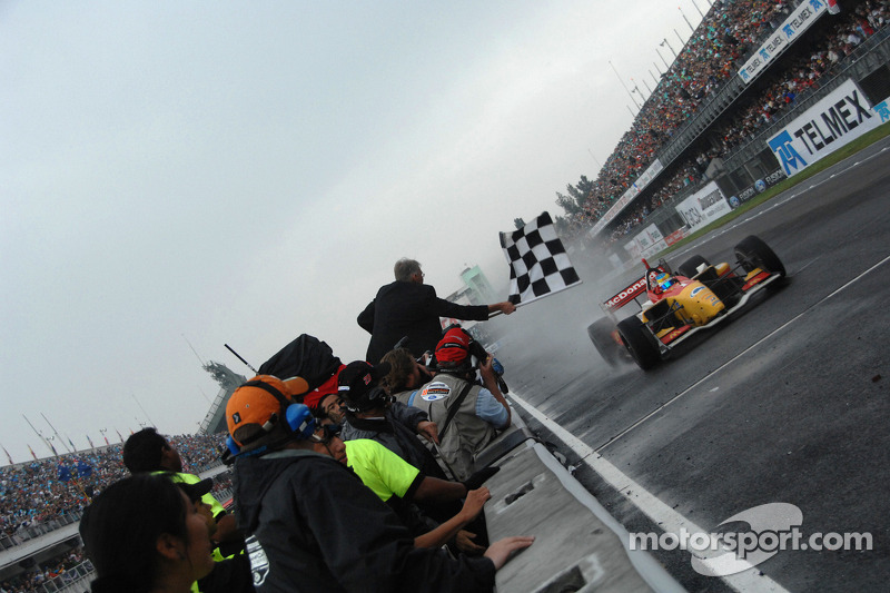 Sébastien Bourdais takes the checkered flag