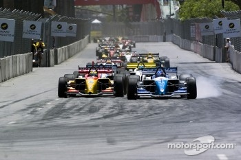 Start: Paul Tracy and Sbastien Bourdais battle