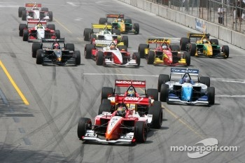 Start: Justin Wilson leads Sbastien Bourdais