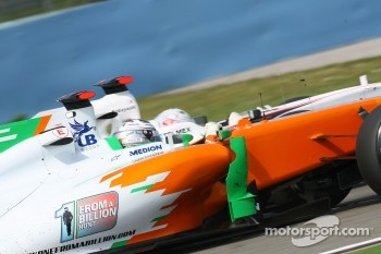Adrian Sutil, Force India F1 Team and Kamui Kobayashi, Sauber F1 Team