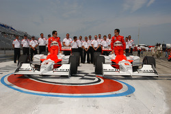 Front row for the ABC Supply Company A.J. Foyt 225: pole winner Sam Hornish Jr. and Helio Castroneves