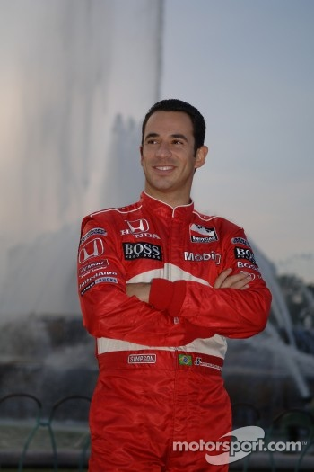 2006 IndyCar Series championship contenders photoshoot in Chicago: Helio Castroneves