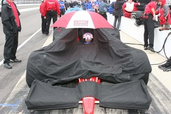 Scott Dixon tries to wait out the rain delay