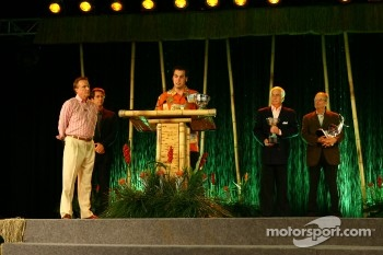Sam Hornish Jr. receives the Championship Driver Award