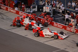 Pitstop for Helio Castroneves and Sam Hornish Jr.