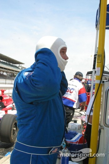 Al Unser Jr. prepares to practice