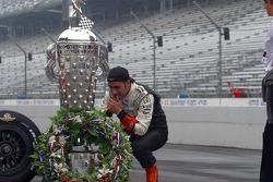 Dario Franchitti looks for his boyhood idol and fellow Scotsman, Graham Hill on the Borg Warner Trophy