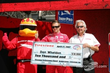 Dan Wheldon accepts the Firestone Performance Award for the Indy Japan 300