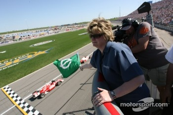 The green flag is waved for the start