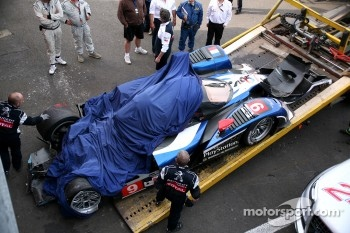 #9 Peugeot Sport Total Peugeot 908: Sébastien Bourdais, Simon Pagenaud, Pedro Lamy brought back to pits after its crash