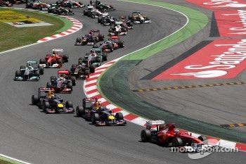 Fernando Alonso, Scuderia Ferrari, F150 leads at the start
