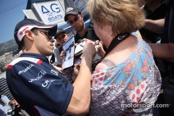 Pastor Maldonado, AT&T Williams signing autographs for the fans