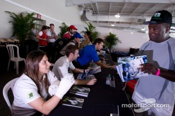 Simona de Silvestro, Nuclear Clean Air Energy HVM Racing with a fan