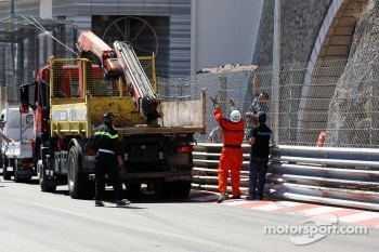Repairs after the crash of Sergio Perez, Sauber F1 Team