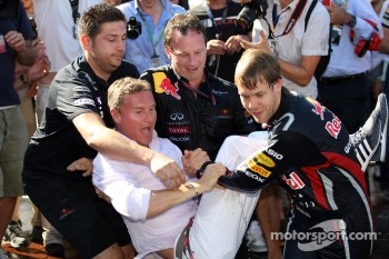 Sebastian Vettel, Red Bull Racing pulls David Coulthard, Red Bull Racing, Consultant in the pool