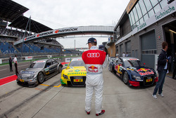 Mattias Ekström, Audi Sport Team Abt watches the car of Bruno Spengler, Team HWA AMG Mercedes C-Klasse