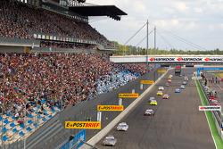 Bruno Spengler, Team HWA AMG Mercedes C-Klasse leads the field on pace lap