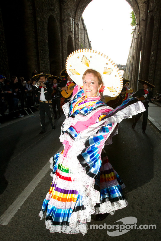 Mariachis and Mexican dancers