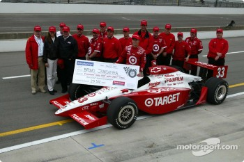 Pole winner Bruno Junqueira with Ganassi Racing team