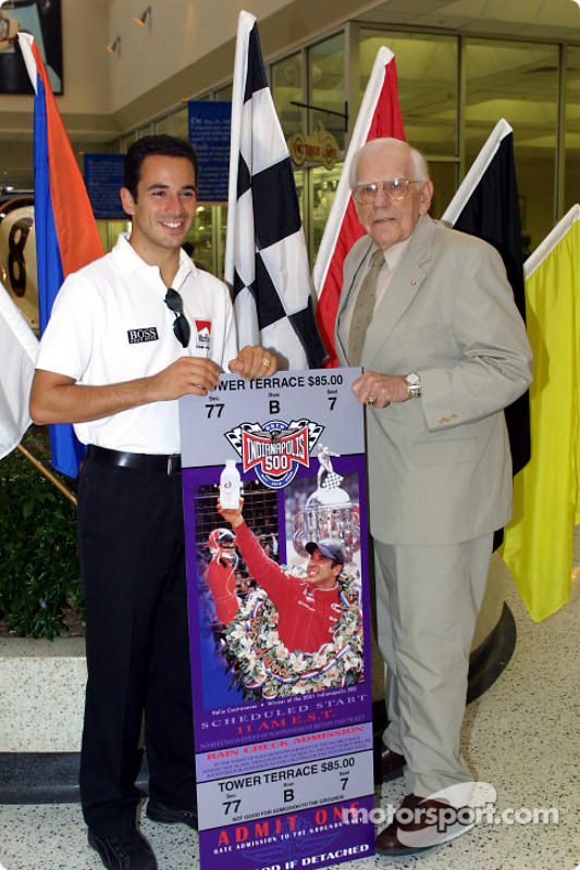 Borg Warner Trophy conference: Helio Castroneves with Tom Carnagie, Chief Announcer for the Indianapolis Motor Speedway