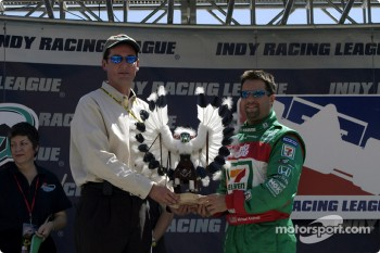 Michael Andretti receives Kachina before the race