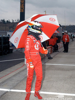 Tomas Scheckter under the rain