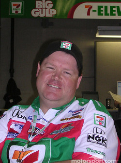 Tony Kanaan's engineer Eric Cowdin