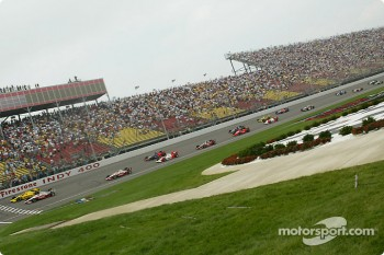 The start: Sam Hornish Jr. and Tomas Scheckter lead the field