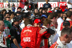 Dan Wheldon celebrates with Andretti Green Racing crew members