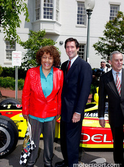 Indianapolis 500 - Washington D.C. visit: IMS President and CEO Tony George, U.S. representative Julia Carson