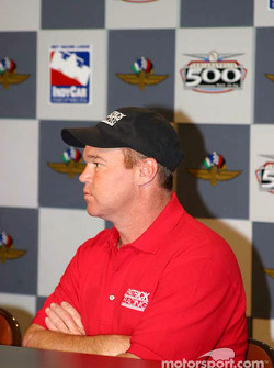 Al Unser Jr. listens to the question 8156