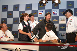 Michael Andretti draws for his team