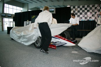 Buddy Rice and Vitor Meira unveil the 2005 Rahal Letterman Racing cars