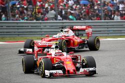 Kimi Räikkönen, Scuderia Ferrari SF16-H; Sebastian Vettel, Scuderia Ferrari SF16-H