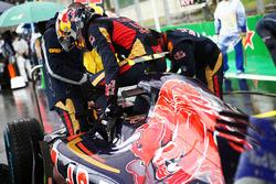 Carlos Sainz Jr., Scuderia Toro Rosso STR11 on the grid