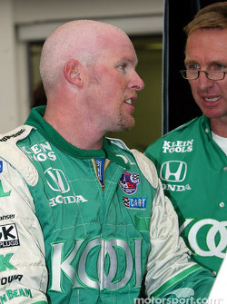 Paul Tracy talking with chief engineer Steve Challis