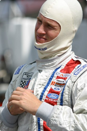 Ryan Hunter-Reay gets ready for practice session